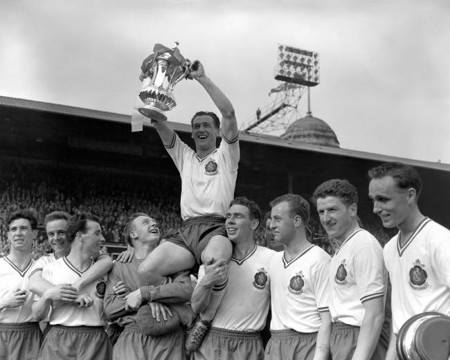 Nat Lofthouse lifts the FA Cup