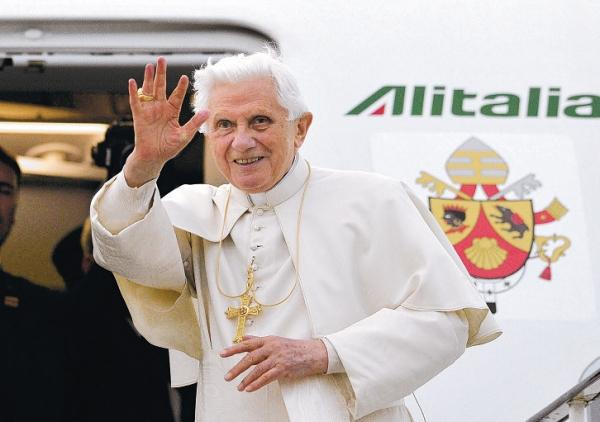 Pope Benedict XVI is to resign