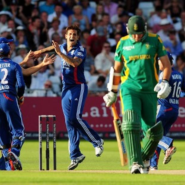 England's Jade Dernbach, centre, celebrates the wicket of South Africa's Graeme Smith at Trent Bridge