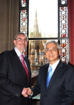Lord Peter Smith and Kazuo Furukawa, Chairman, New Energy and Industrial Technology Development Organisation