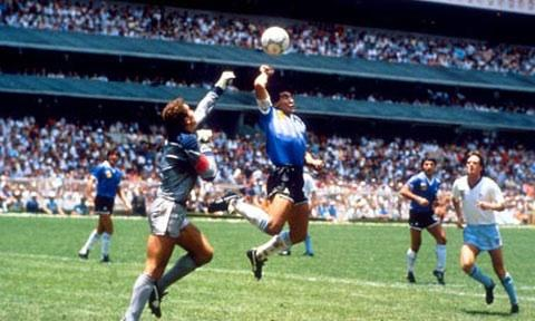 The Bolton News: Maradona's infamous 'hand of God' goal against England - but he wasn't laughing four years later