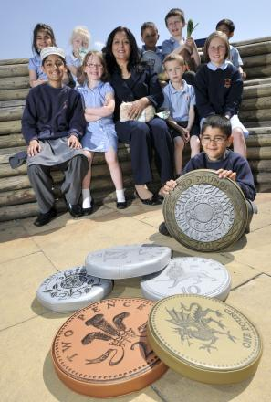 MONEY MAZE Yasmin Qureshi MP with pupils at Heathfield Primary School
