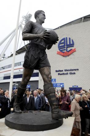 The Nat Lofthouse statue