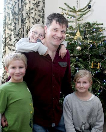 Ian Roscoe with his children