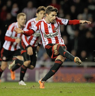 Fabio Borini scored from the penalty spot to earn Sunderland a 2-1 advantage in the first leg