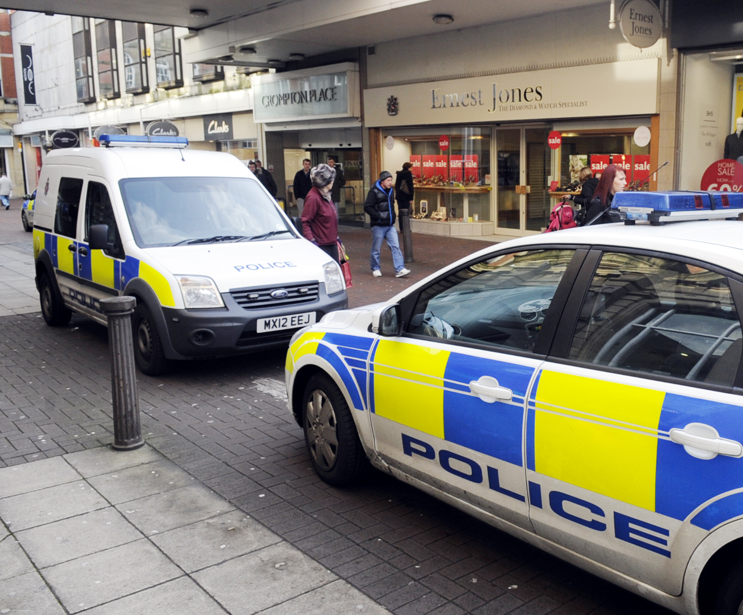 UPDATED: Town centre jewellers closed for two hours after thief snatches wedding rings in raid