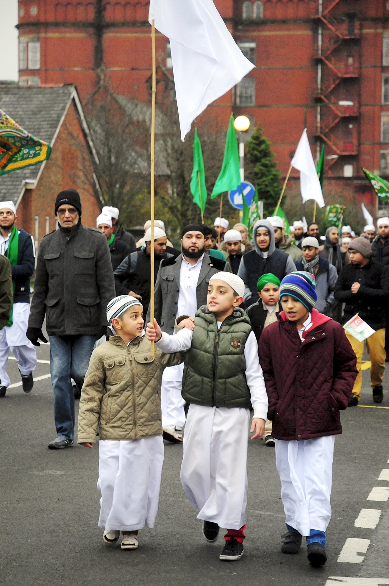 Thousands turn out for Muslim faith walk