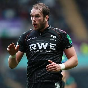 Alun-Wyn Jones has agreed new terms with the Ospreys