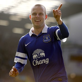 Steven Naismith scored once and earned a penalty as Everton made it through to the quarter finals