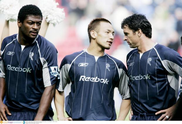 Wanderers players Radhi Jaidi, Hidetoshi Nakata and Gary Speed discuss tactics at Wigan