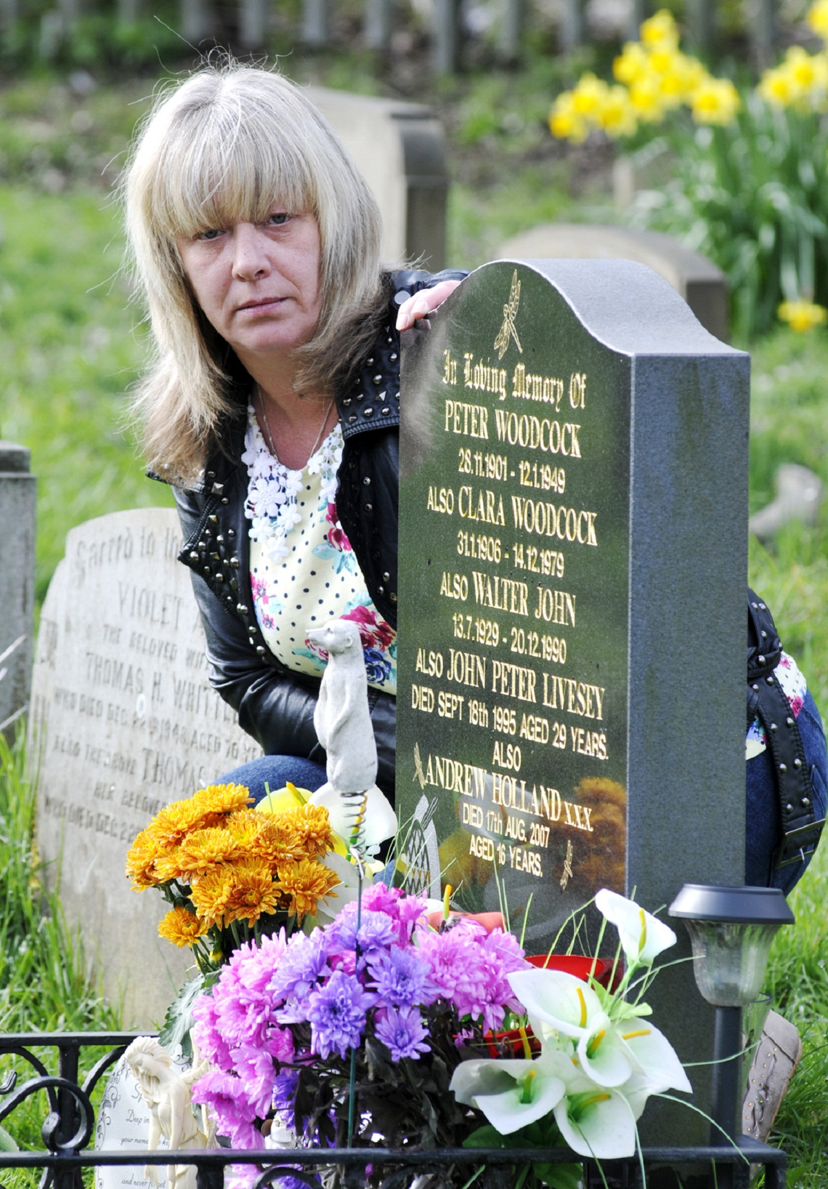 Thieves steal from murdered teenager's grave