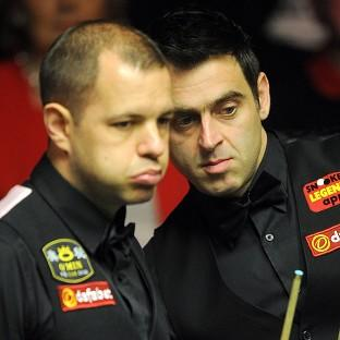 The Bolton News: Ronnie O'Sullivan, right, leads Barry Hawkins, left, 11-5