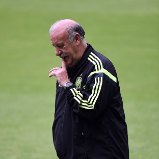 Spain manager Vicente del Bosque has demanded a reaction from his side