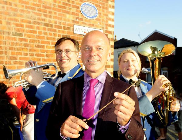 Wingates Band gets its own blue plaque