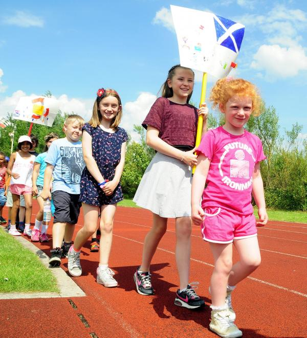 Bolton Arena summer camp kids support Commonwealth Games athletes