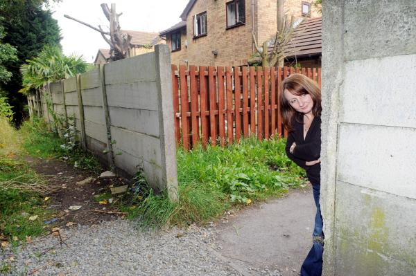 Call to gate off Halliwell 'crime' alleyway rejected