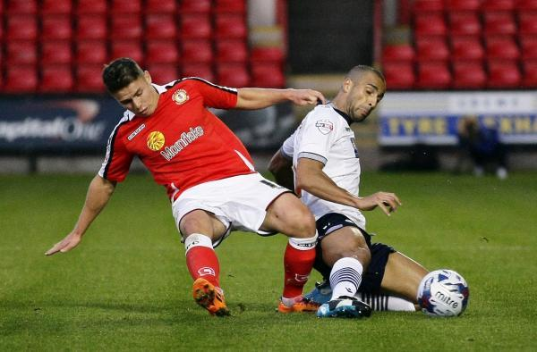 Darren Pratley on the right