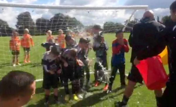 Eagley FC under-10s do the ice bucket challenge