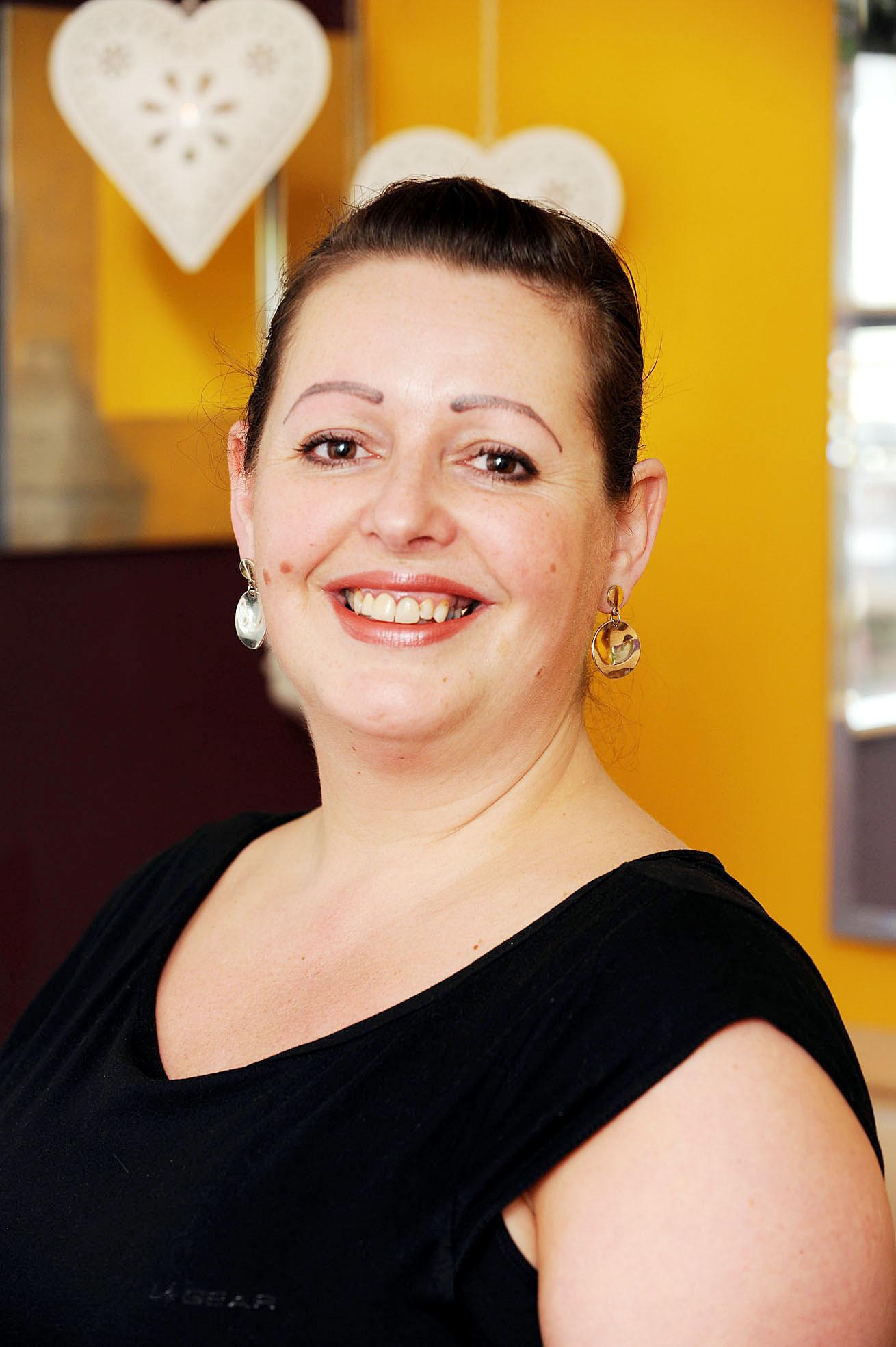 Holistic therapist Angela Dean - 3499236