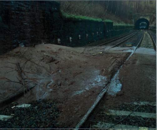 Δεν τρένα μεταξύ Μπόλτον και Chorley μετά από κατολίσθηση σε σιδηροδρομικές γραμμές