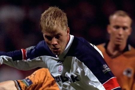 The Bolton News: SOLD: Eidur Gudjohnsen in his first spell at Wanderers before moving to Chelsea