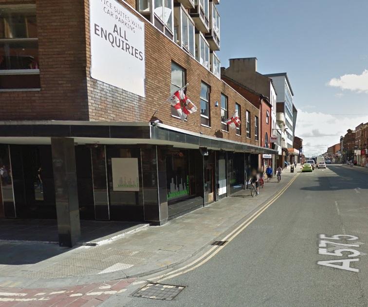 Man hurt after town centre fight