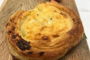 Cheese and onion puff pie