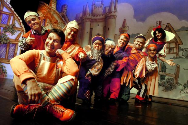 The Bolton News: IN A MUDDLE: Stu Francis, front left, as Muddles, with the seven dwarfs and Rachel Martin, back right, as Snow White