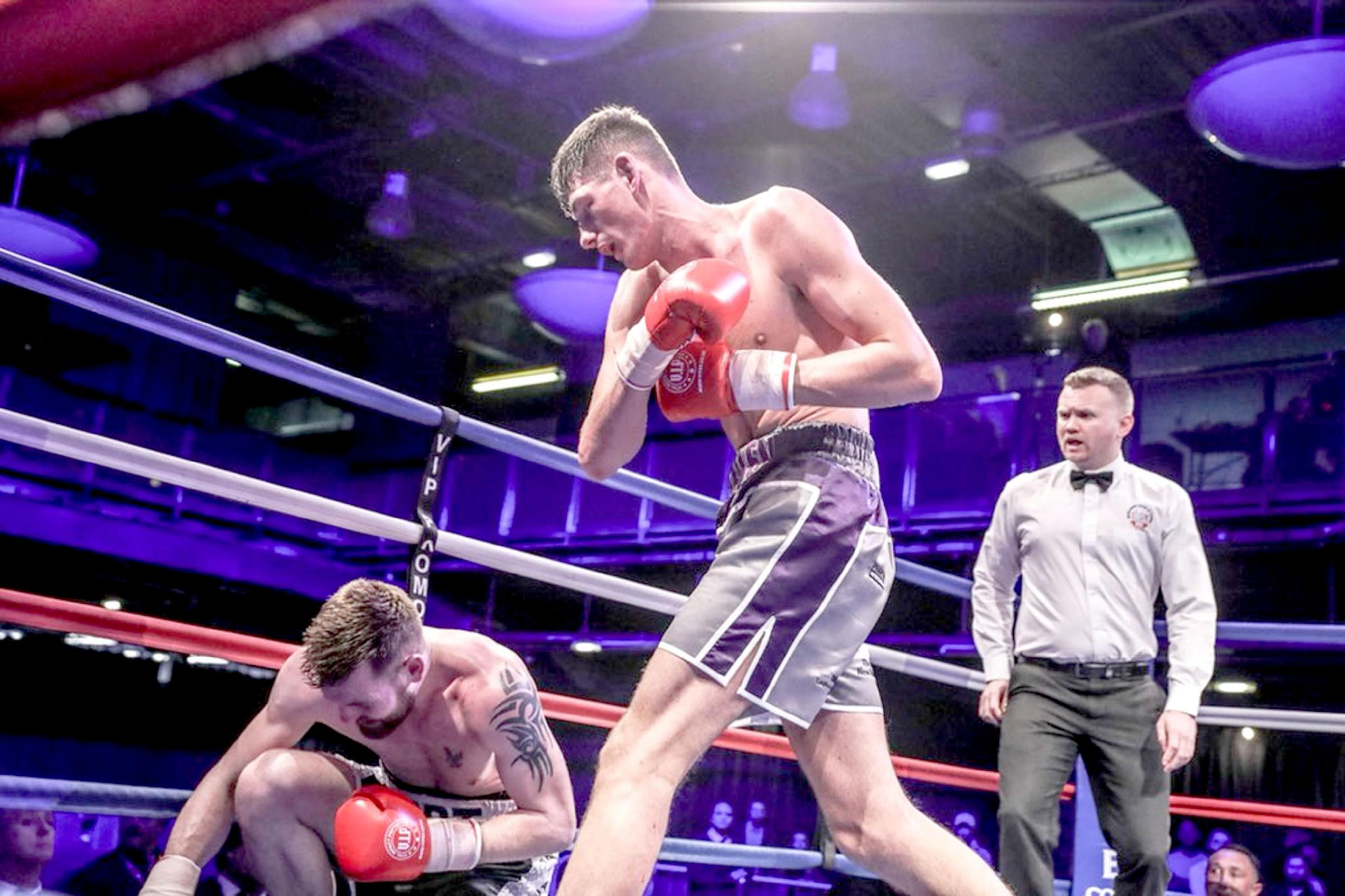 XXXXX: Jack Cullen puts Alistair Warren down in his only previous eight-round match