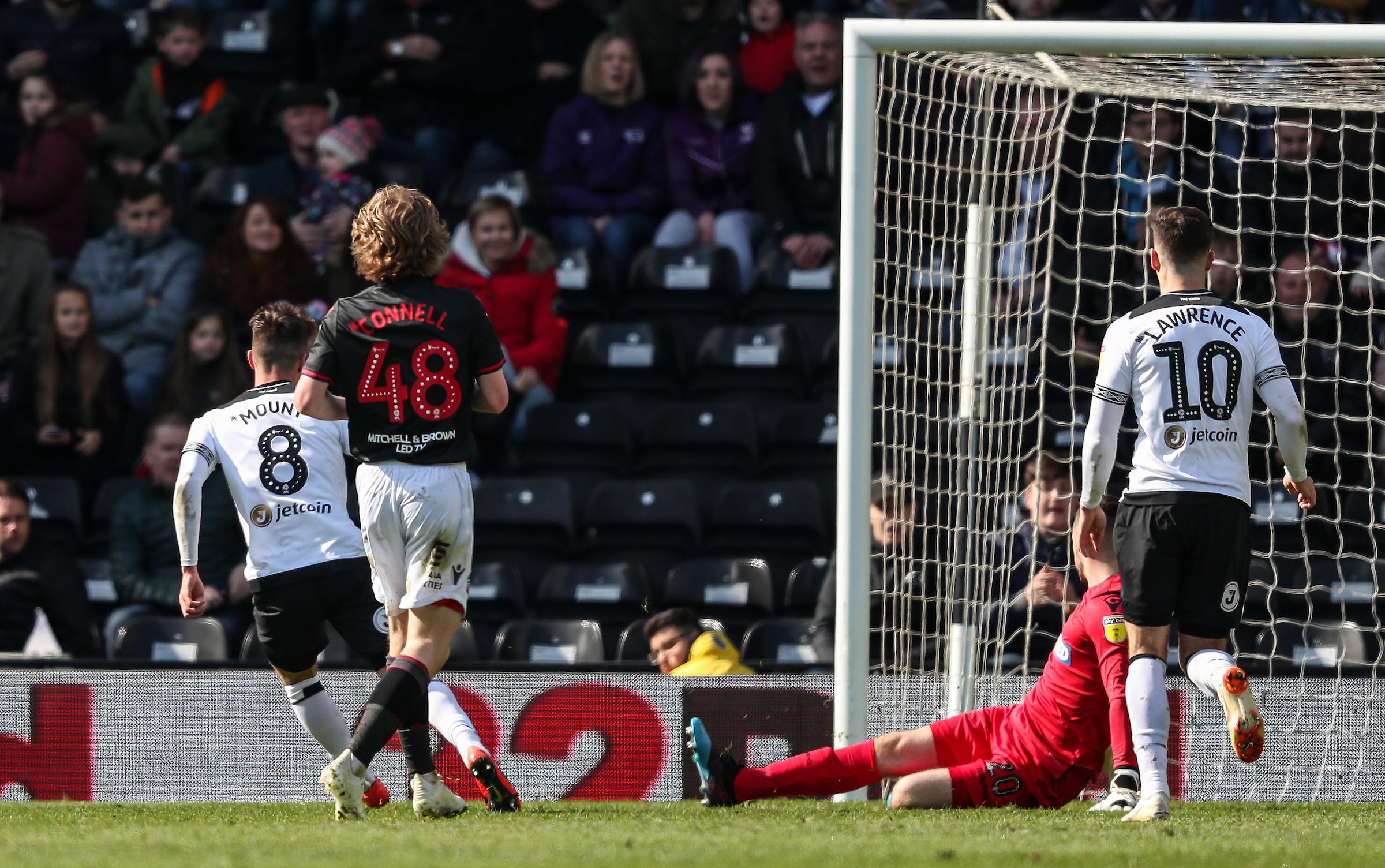 Mason Mount scores for Derby County in a 4-0 victory against Wanderers
