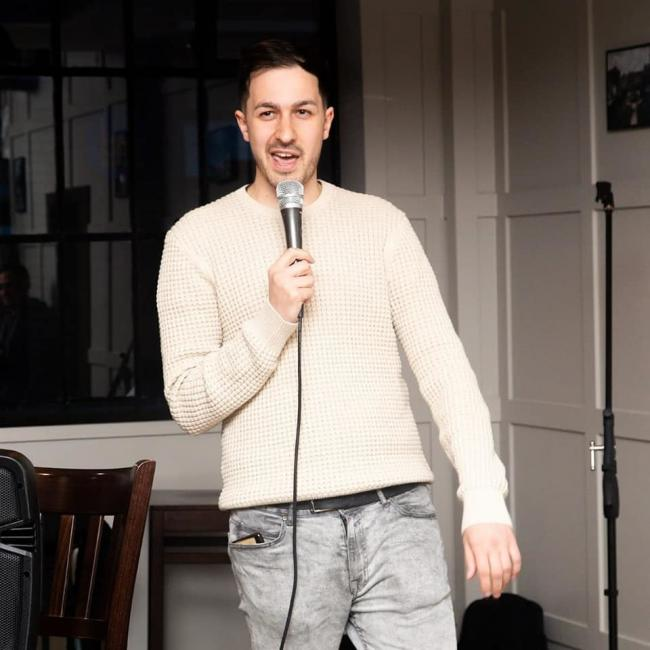 Adam Anwar, host of the Comedy Lofthouse comedy night (Photo by Matthew Downey)